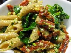 Meatless Monday - Pesto Pasta with Sun dried tomatoes and spinach (Easy vegan recipes)