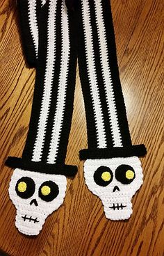 Ravelry: Top Hat Scarf pattern by Heidi Yates Crochet Scarves, Crochet Yarn, Crochet Clothes, Crochet Crafts, Crochet Projects, Halloween Crochet Patterns, Crochet Skull, Christmas Scarf, Holiday Crochet