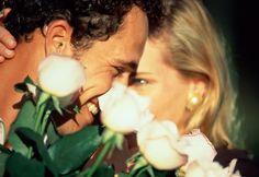 Sentir tua alma num olhar..  Ouvir tua boca a me desejar  Perceber teu perfume a chegar  Abraçar os seus sonhos e realizar  Sentir o gosto do teu beijo e te amar..