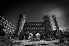 Photo - Le Porte Palatine, eccellente esmpio di architettura militare romana