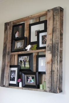 Okay, now this is awesome. Perfect for the living room! Palette shelf and photo display.