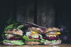 grilled beetroot burgers • green kitchen stories Feta Burger Recipe, Burger Recipes, Lunch Recipes, Queijo Feta, Fruit And Veg, Tofu Burger, Veggie Burgers, Salmon Burgers, Sheep Cheese