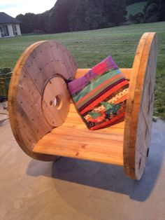 DIY Cable Drum Rocking Chair : 10 Steps (with Pictures) - Instructables Pallet Crafts, Wood Crafts, Recycled Crafts, Wood Projects, Woodworking Projects, Spool Chair, Cable Drum, Wood Spool, Wooden Spool Tables