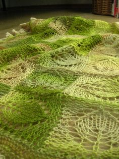 Dianna shawl made with handspun yarn by projektleiterin, via Flickr  Free pattern for the leaf motif square + instructions for putting together a shawl (entrelac) using.