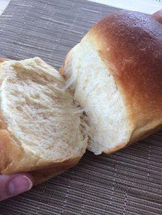 Un pane morbidissimo, quasi una brioche ma con meno burro e uova, una consistenza soffice che ricorda il cotone, un delicato e dolce sap... Kefir, Bread, Dolce, Entertaining, Pai, Brioche, Bakeries, Breads