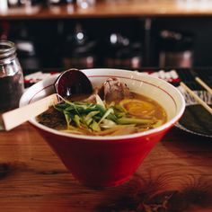 Restaurant Meals At Home: 10 Minute Ramen - Tread Lightly, Retire Early Mulligatawny, Healthy Food List, Healthy Eating, Healthy Recipes, Bone Broth Soup, Homemade Bone Broth, Miso Soup, Kids Diet, Places To Eat