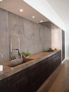 Bekijk de foto van Liesje-e met als titel donkere keuken met betonen blad. stoer uiterlijk en andere inspirerende plaatjes op Welke.nl.