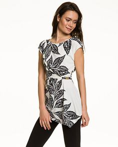 Tropical Print Knit Boat Neck Top - A chic tropical print top is made even more stylish with a metal trim at its ruched side.