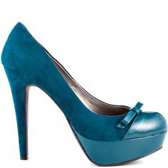 Get sassy in this feminine pump by G by Guess. The Varzia features a dark green fabric accompanied by patent accents at the toe and dainty bow.  A 5 inch stiletto heel and 1 inch platform wraps up this come hither style.