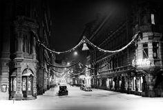 Kluuvikatu jouluna 1937. Kuva: Pietinen Aarne Oy / Helsingin kaupunginmuseo. #helsinki #joulu