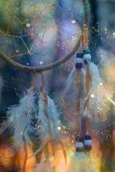 Glorifier , magnifier ces pas que je fais pour danser la lumière voilà ce que tu m' apprends mère . J' allume une bougie pour regarder la flamme danser, la route parcourue et remercie la beauté de la vie, l' étincelle vivante. Mère qui célèbre célébrons...