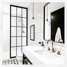 Så utrolig fint bad ✖️@stoltsmidedesign #bad#dusjvegg#bathroom#bathroominspiration#bathroominspo#bathroomdesign#baderom#dusj#lampe#fliser#vaske#kran#interior#interior123#interiorinspo#interiør#inspo4you#inspohome