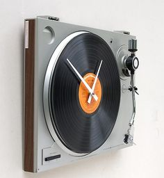 Re-Cycled turntable clock