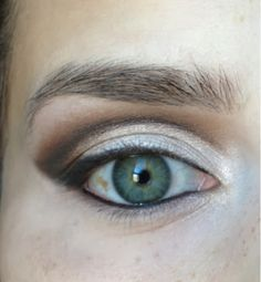 "Makeup look for ""Hooded Eyes"". Hooded eyes, as well as mono-lids, and eyes with ""abundant"" skin, or Even aging eyes, can be difficult to a. Eyeshadow For Hooded Eyes, Hooded Eye Makeup, Eye Makeup Tips, Glitter Eyeshadow, Eyeshadow Makeup, Eyeshadows, Makeup Ideas, Glitter Gel, Glitter Fabric"