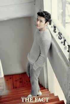 Kang Ha Neul - wow, that's a gaze that just reaches into a woman and heats us from within, like a laser. Or microwave oven, probably. Korean Wave, Korean Star, Korean Men, Cute Korean, Asian Actors, Korean Actors, Asian Boys, Asian Men, Korean Celebrities