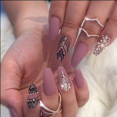 Matte nails with rose gold accent Gold Acrylic Nails, Rose Gold Nails, Matte Nails, Crazy Nails, Fancy Nails, Bling Nails, Great Nails, Fabulous Nails, Gorgeous Nails