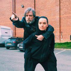 CIA☆こちら映画中央情報局です: Star Wars : 「スター・ウォーズ」のヒロイン、デイジー・リドリーが、レイの親は誰なのか…?!のミステリーについて、興味深い発言!! - 映画諜報部員のレアな映画情報・映画批評のブログです