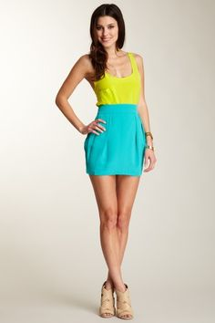 I wish I could wear bubble skirts without looking like an overgrown kid.  They're so cute!