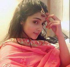 Waru ✨ Mallika on set Radha Krishna Pictures, Radha Krishna Photo, Krishna Photos, Radhe Krishna, Lord Krishna, Beautiful Girl Indian, Beautiful Girl Image, Girl Photo Poses, Girl Photos