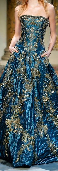 Zuhair Murad baroque ,gypsy queen or fairy couture Style Haute Couture, Couture Fashion, Runway Fashion, High Fashion, Blue Fashion, Fashion Fashion, Fashion Shoes, Fashion Dresses, Beautiful Gowns