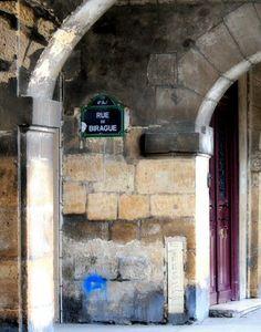 La rue de Birague, sous arcades... (Paris 4ème).