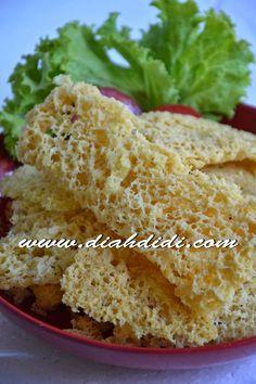 Diah Didi's Kitchen: Tips Kremesan Mudah dan Bersarang Easy Snacks, Easy Meals, Wedding Food Menu, Wedding Snacks, Indonesian Cuisine, Indonesian Recipes, Diah Didi Kitchen, Malay Food, Food Gallery