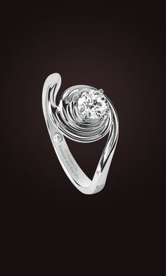 Promise solitaire ring is a masterpiece of design from the historical archives of the Damiani workshops. An extraordinary ring in white gold with a central diamond enhanced by the precious spiral supporting it. Designed by Damiani and Brad Pitt.