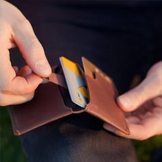 minimalistische Geldbeutel http://bellroy.com/slim-your-wallet?gclid=CK2IlLqrj7sCFc5a3godLAsA-g