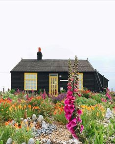 Black exterior on a small house. Garden Cottage, Home And Garden, Garden Houses, Dream Garden, Exterior Design, Interior And Exterior, Outdoor Spaces, Outdoor Living, Beautiful Homes