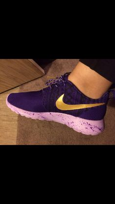 1d852c8a1c Adidas Shoes Outlet, Nike Shoes Cheap, Nike Free Shoes, Cheap Nike, Shoe  Room, Sneaker Games, Nike Trainers, Sneakers Nike, Nike Roshe Run