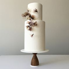 Jasmine Rae Cakes / Wedding Cakes / Wedding Style Inspiration / Simple White Cake with Sugar Flowers / Minimalist / New York / NYC / The LANE