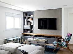 Neste living, a arquiteta Fernanda Dabbur instalou parede de drywall para a TV… Living Room Tv, Home And Living, Home Tv, Decoration Design, Small Apartments, Interior Design Living Room, Home Furniture, Buffet, New Homes