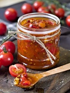 Tomato and Bacon Jam Recipe Homemade Barbecue Sauce, Barbecue Sauce Recipes, Sauce Tomate Thermomix, Czech Recipes, Ethnic Recipes, Oven Dried Tomatoes, Sauce Bolognaise, Vegan Recipes, Snack Recipes