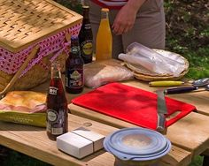 The Perfect Picnic Lunch Menu Lunch Menu, Lunch Box, Picnic Lunches, Box Lunches, Portable Food, Summer Picnic, Summer Recipes, Good To Know, Good Food