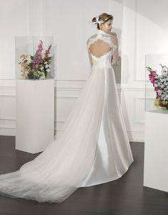 #RACO | Wedding Dress - Couture | VILLAIS by Sara Villaverde | Detachable Cotton Tulle train (back)