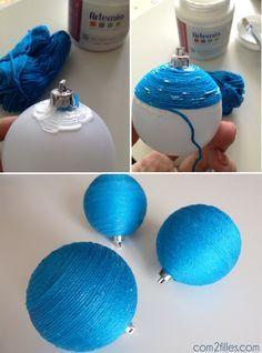 Faire avec les enfants des boules en laine pour le sapin de #Noel