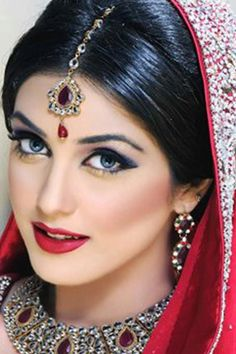 Bridal Jewelry - most beautiful indian bridal makeup. without the undesirable patchiness that often comes with manual application scroll down and find the most beautiful indian bridal makeup ideas for your inspiratio. India Beauty, Asian Beauty, Make Up Bride, Pakistani Bridal Makeup, Indian Makeup, Asian Bridal, Exotic Beauties, Bride Makeup, Wedding Makeup