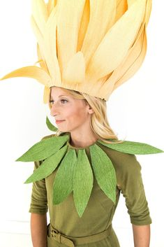 How to make a flower costume - the sewing rabbitJust like one of the talking flowers from Alice in Wonderland, you can turn your little rose buds into a flower this Halloween. Costume Fleur, Rose Costume, Flower Costume, Butterfly Costume, Costume Hats, Costume Makeup, Couple Halloween Costumes, Cool Costumes, Adult Costumes