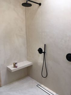 Tablet in einer Dusche in Deadx sitzen assise in Short in mortex T Concrete Bathroom, Bathroom Wall, Modern Bathroom, Small Bathroom, Bathroom Ideas, Dream Bathrooms, Concrete Shower, Bad Inspiration, Bathroom Inspiration