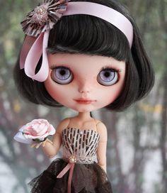 @isabellegeneva RÉSERVÉ aux M OOAK Custom Blythe Doll Annika par BlythebyCihui