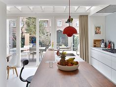 Bloem en Lemstra Architects create this wonderfully inviting interior design solution of a house extension of a family home in Amsterdam. House Extension Design, House Design, Extension Ideas, Amsterdam Houses, Sweet Home, London House, House Extensions, White Houses, House Front