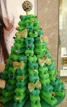 Unusual Christmas Trees- Egg carton Tree - Dump A Day Recycled Christmas Tree, Unusual Christmas Trees, Creative Christmas Trees, Alternative Christmas Tree, Noel Christmas, Christmas Crafts For Kids, Xmas Crafts, Simple Christmas, Christmas Tree Decorations