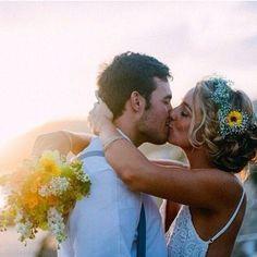 Declare-se todos os dias! Não deixe o rancor, a mágoa ou a falta de perdão ser maior do que o amor que uniu vocês. Não deixe esse primeiro amor morrer. Conserve e persista nele! #amolapisdenoiva #amorparavidatoda #noivos #noiva #casamento