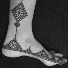 Moroccan style henna foot design by Henna Soul Norwich