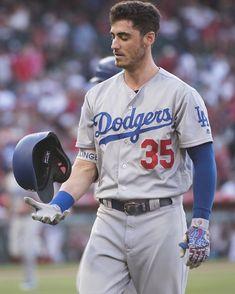 Cody Bellinger would make a great Witten 🖤 Hot Baseball Players, Baseball Guys, Baseball Pictures, Baseball Pants, Baseball Stuff, Let's Go Dodgers, Dodgers Nation, Dodgers Baseball, Football