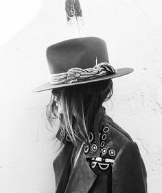Rock 'n' Roll Style ? Suede coat by burberry (Artsy Fashion Edgy) Hippie Style, Bohemian Style, Boho Chic, Mode Style, Style Me, Estilo Tomboy, Look Fashion, Womens Fashion, Fashion Edgy