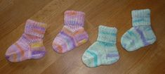 Knitting For Kids, Knitting Projects, Baby Knitting, Diy Mode, Hello Winter, Baby Socks, Baby Booties, Winter Outfits, Diy And Crafts