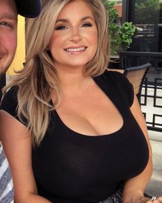 Mouth Full of Tits – Tits so huge they don't want to be locked in a stupid shirt. Ashley Bridges, Sexy Older Women, Sexy Women, Curvy Women, Thing 1, Beautiful Curves, Beautiful Women, Models, Boobs