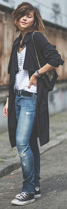 Classic black converse + pair of jeans + Zoé Alalouch + stylish and casual + simple V neck tee + black trench + pair of black Chuck Taylor's   Trench: H&M, Top: Sézane, Jeans: Current Elliott, Bag: A.m.a.n.d.