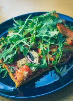 Bataattipizza ja pestolla maustetut täytteet